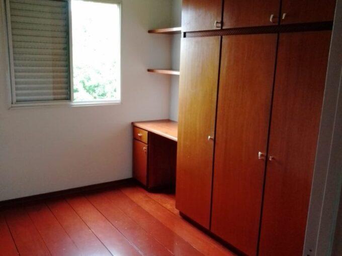 Apartamento reformado, com móveis; vista para área verde e privacidade